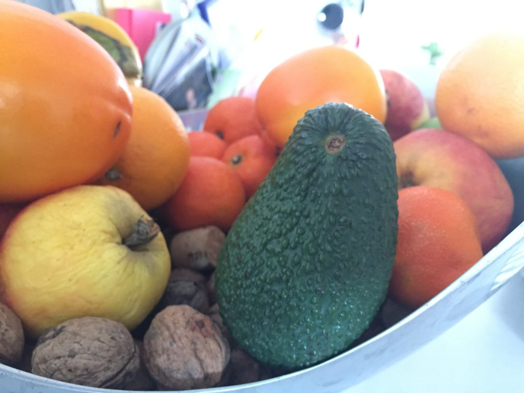 Avocado in schaal