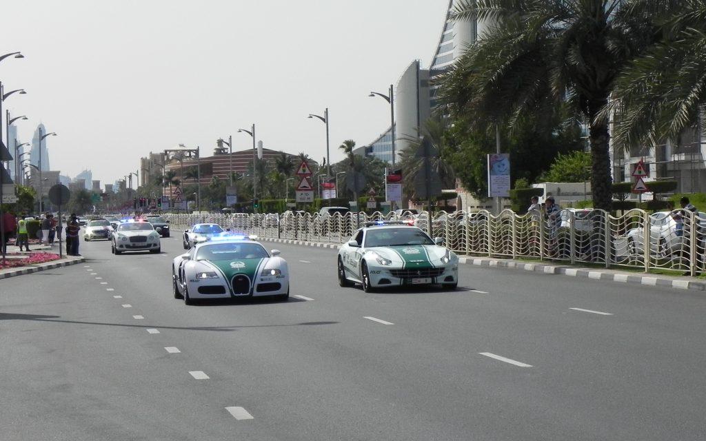 Dubai politie Bugatti Veyron in actie