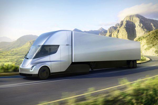 tesla-semi-vrachtwagen-rijdend