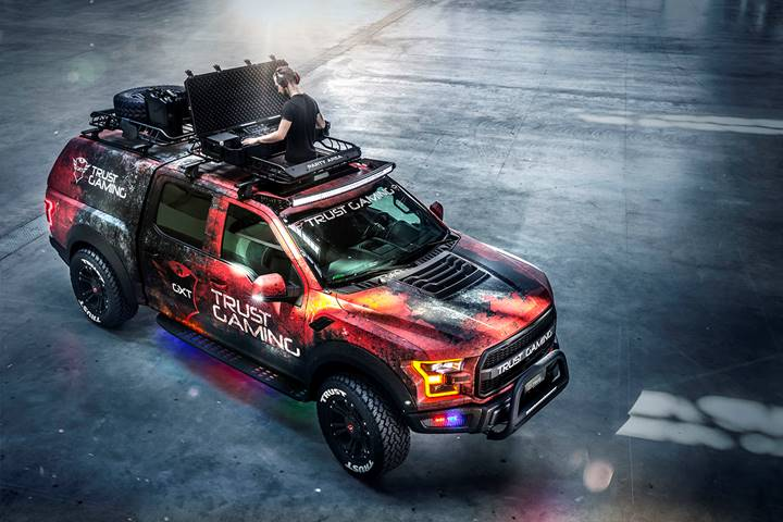 The Ultimate Trust Gaming Car: GXT Raptor- Dj booth