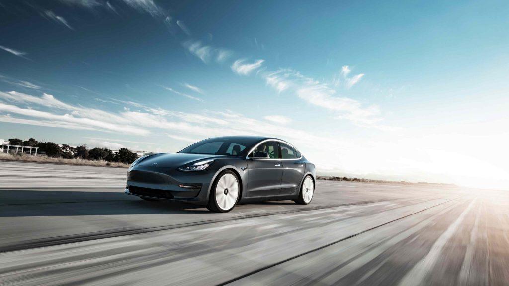 Tesla Model 3 Performance - Manisfaction