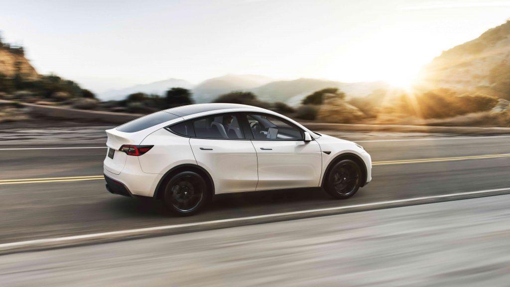 Tesla Model Y Wit - Manisfaction